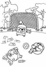 Смешарики играют в футбол