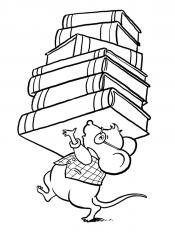 Мышонок несет книги