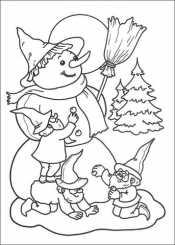 Гномики лепят снеговика
