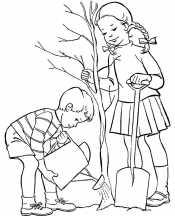 Девочка и мальчик сажают дерево