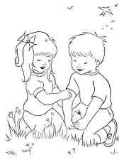 Мальчик и девочка на траве